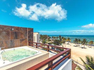 Heavenly Beachfront PH with Ocean Views - Nubes