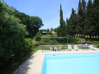 Bright, spacious villa with pool near Siena