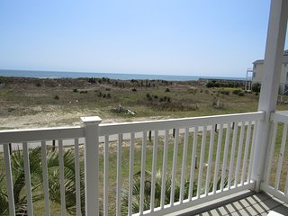 NEW LISTING!  'Ocean Paradise' 4br 4ba-ocean view-dog friendly.
