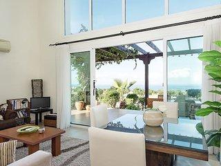 Spacious 2B/R Duplex Apt, Free WiFi, Quiet Garden