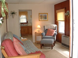 Cozy Cottage Getaway walking access to Private  Fieldston Beach Marshfield,Ma