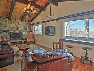 NEW! Cozy Franconia Home w/ Deck & White Mtn Views