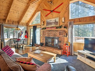 Alma 'Cloud 9 Cabin' w/ Fireplace & Wooded Views!