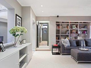 Luxurious 4 Bed Cottage w/Garden in Hammersmith
