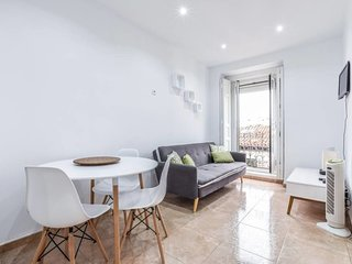 Cozy apartment very close to the centre of Madrid with Lift, Internet, Washing m
