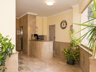 Spacious aparthotel in Benidorm with Lift, Parking, Internet, Washing machine
