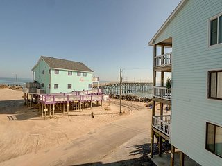 Island North 9 - Relax and decompress at this North End ocean view condo