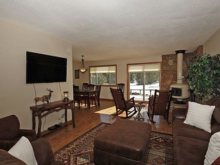NEW LISTING: Lovely Ranch-Style Home -Pet Friendly - On Log Hill Mesa - Views