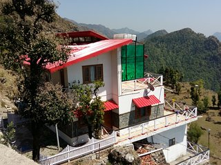 VEENU'S COTTAGE, HEAVEN ON EARTH( 2 BEDROOMS ENTIRE COTTAGE)