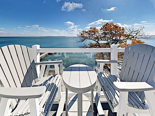 Beautiful Waterfront Put-in-Bay Condo that Sleeps 12 max - Search Stops Here!