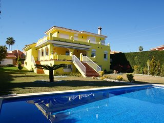 STUNNING 4 BED 4 BATH VILLA NR MARBELLA sleeps 10 PRIVATE POOL, NR BEACH,  WIFI