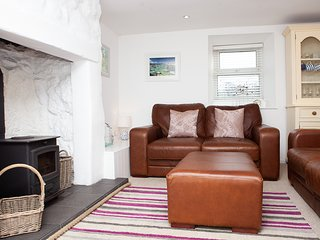 Whistler's Rest, Halsetown - Sleeps 4 with Parking and views of the Moors
