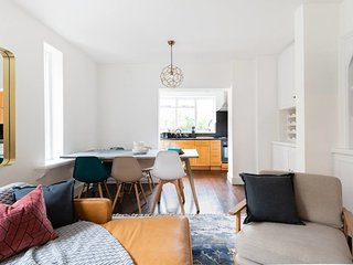 The River Thames Retreat - 3BDR Apartment in Fulham with Garden