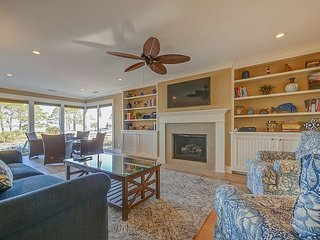 11 Lands End Rd -Stunning remodeled home, beautiful view & Pool On-Site