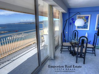 BEAUTIFUL MODERN FLAT WITH VIEWS TO THE SEA AND TO THE PEOPLE OF PALAMOS