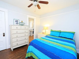 CHIC 1BD/1BA COTTAGE - BIKE TO THE BEACH