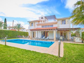 5 Minute to Sandy Beach - Luxury Spacious Villa - Massive 12m x 4m Swimming Pool