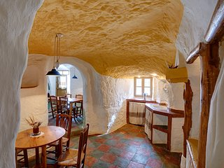 Cueva Al Jatib charming cave house for 4-6 people