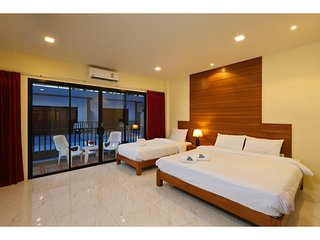 Chalong Apartment Sleeps 12 with Pool Air Con and WiFi - 5767410