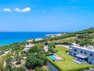 Private pool★Walking distance to Beach★ Sea View★10 sleeps