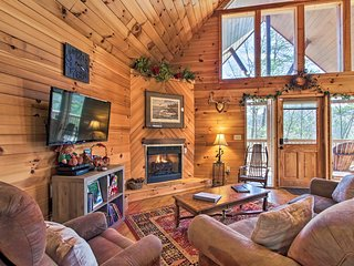 Rustic Pigeon Forge Mtn Cabin w/ Hot Tub & Views!