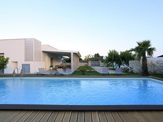 4 bedroom Villa with Pool, Air Con and Walk to Beach & Shops - 5760603