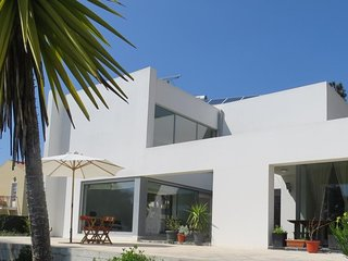 4 bedroom Villa with Pool, WiFi and Walk to Shops - 5761093