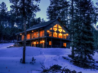 Gorgeous 3 bedroom 3 bathroom cabin in the beautiful Black Hills