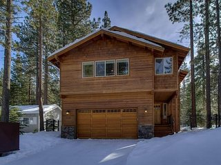 Beautiful Upscale Luxury Cabin w/Hot Tub!