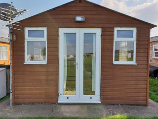 2 bedroom Holiday Chalet near to beach and amusements sleeps 6 people