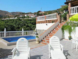 2 bedroom Villa with Pool, WiFi and Walk to Beach & Shops - 5761062