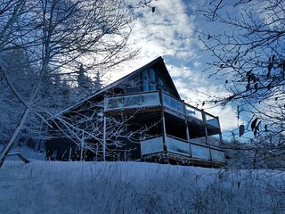 5BR/3BA Chalet w/ Hot Tub, Stunning Views, Walk to Slopes or use On-Call Van