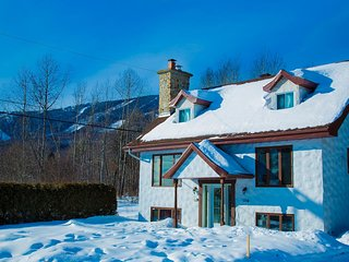 Quebec City 6 bedroom chalet with 3 bathrooms MSA