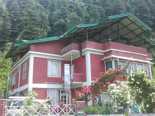 Cozy Green 8 Bedroom Cottage In Manali