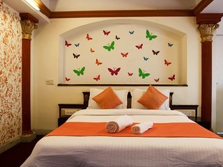 Beautiful Butterfly Service Apartment In Mumbai