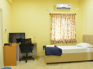 Comfortable Ac Room With Private Bath