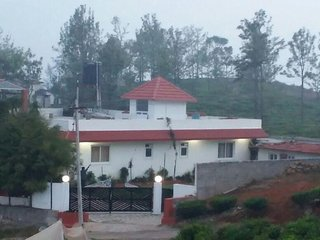 Tidy 5 Bedroom Holiday Home In Ooty
