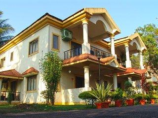 Glorious 2 Bedroom Villa with Pool & Garden