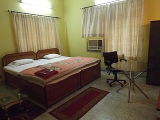 3 Bedroom Holidays Aparment In Kolkata