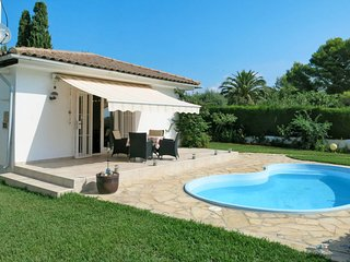 2 bedroom Villa with Pool, WiFi and Walk to Beach & Shops - 5761065
