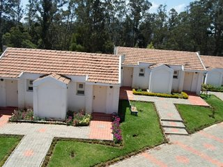 Charming cottage with spacious room in ooty