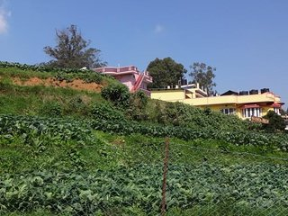 Ample Space Cottage In Ooty