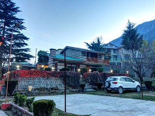 Fascinating 3 Bedroom Cottage in Manali
