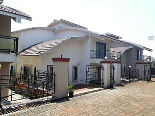 Large 4 Bedroom Bungalow In Mahabaleshwar