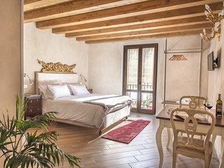 Palazzo Conte Federico - Studio with balcony + free tour