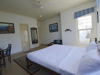 Wonderfully 2 Bedroom Apartment at Lansdowne