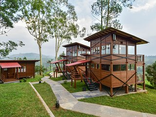 Perfectly Designed Garden Bungalow & Tent in Valparai