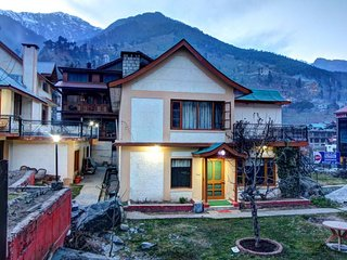 Mesmerizing 3 Bedroom Cottage in Manali
