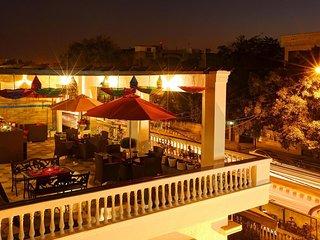Glorious Bed & Breakfast Homestay In Delhi