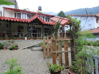 Scenic Beauty Bed & Breakfast Cottage In Nainital